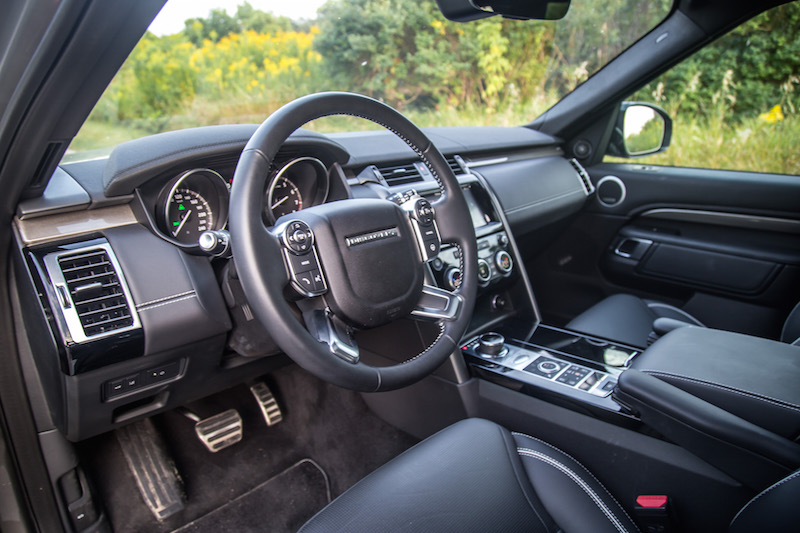 2017 Land Rover Discovery HSE black interior