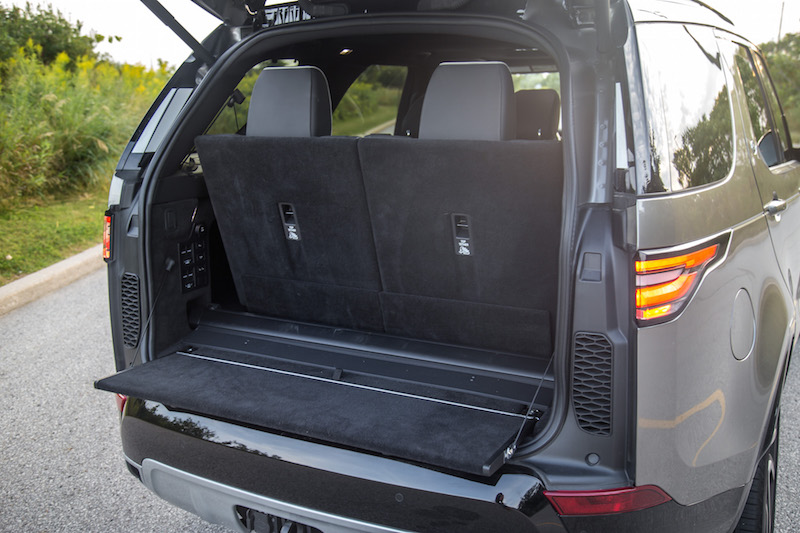 2017 Land Rover Discovery HSE tailgate split panels