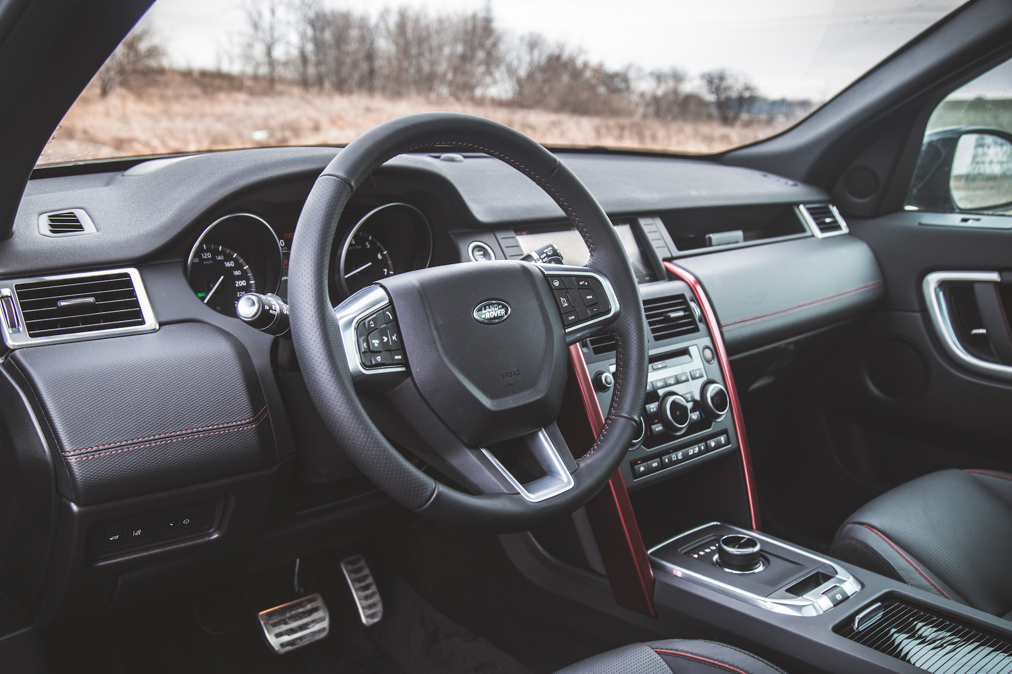 Review 2017 land rover discovery sport dynamic design canadian auto review for Land rover discovery 2017 interior