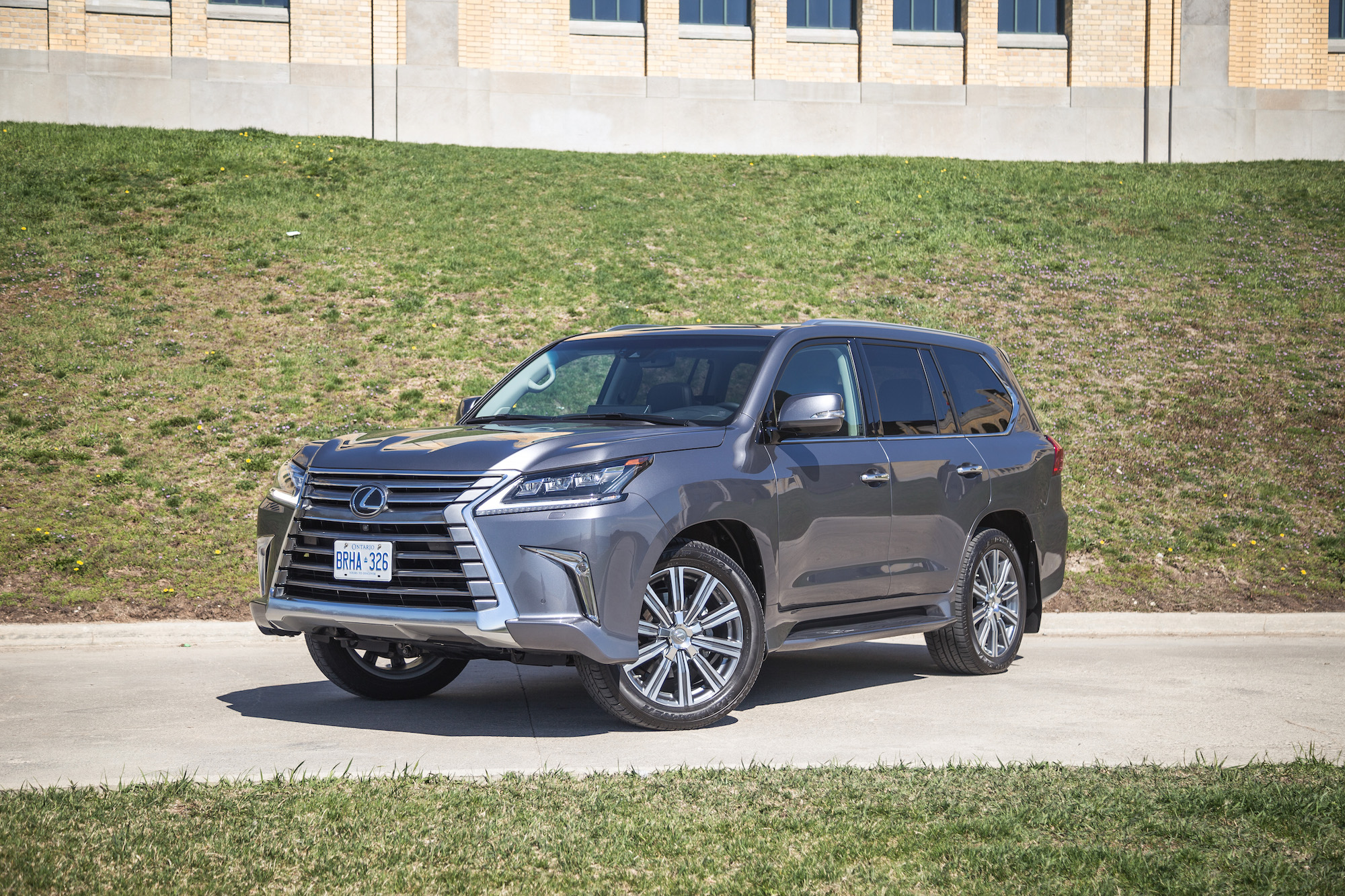 review 2017 lexus lx 570 canadian auto review. Black Bedroom Furniture Sets. Home Design Ideas