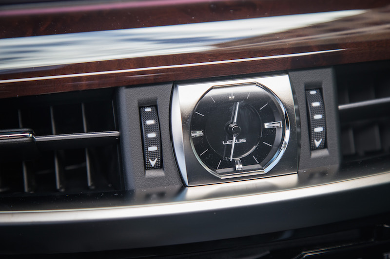 2017 Lexus LX 570 analog clock