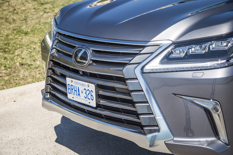2017 Lexus LX 570 spindle grill