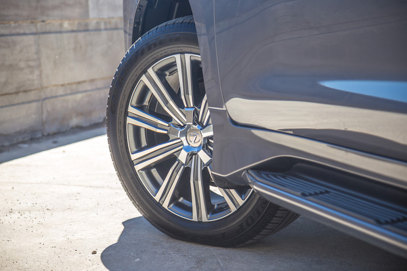 2017 Lexus LX 570 wheels tires