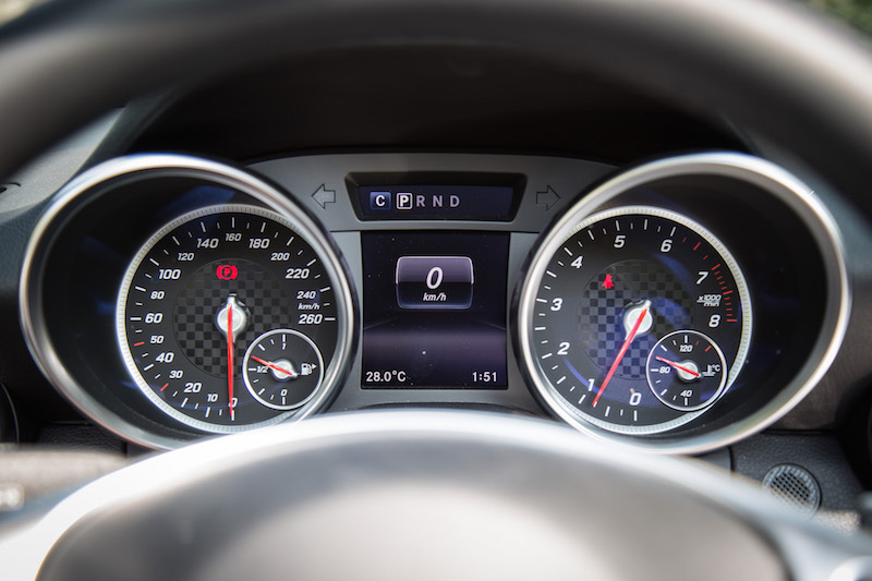2017 Mercedes-Benz SLC 300 gauges tach speedo