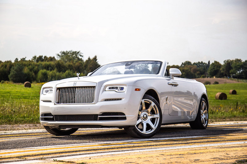 2017 Rolls-Royce Dawn white paint front quarter view