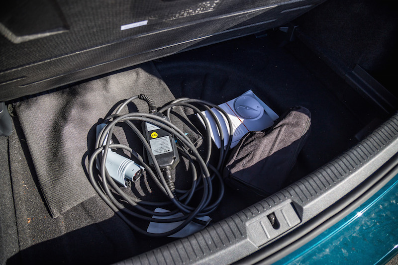 2017 Volkswagen e-Golf cables plugs