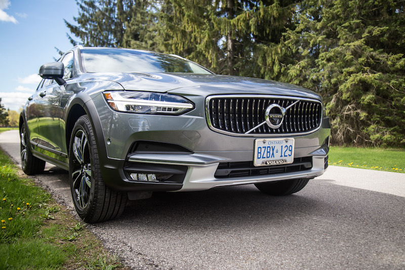 2017 Volvo V90 Cross Country front grill