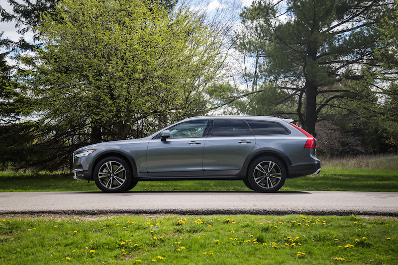 2017 Volvo V90 Cross Country wagon profile side view