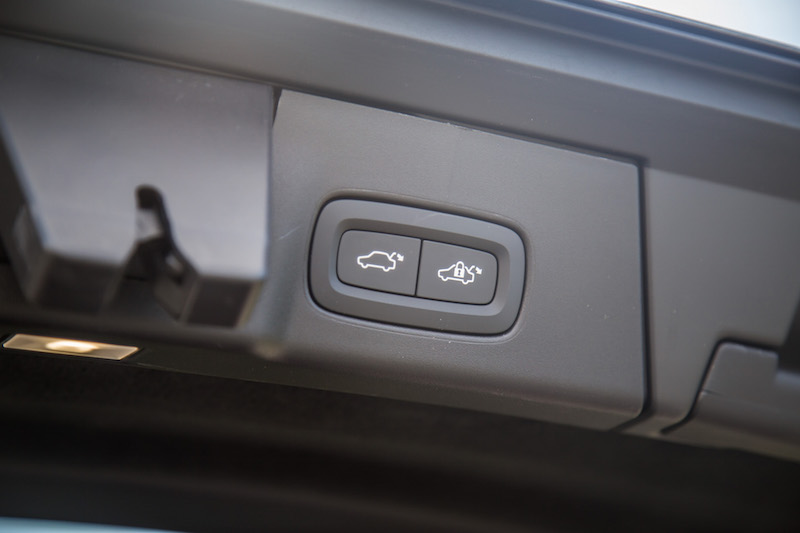 2017 Volvo V90 Cross Country trunk close buttons