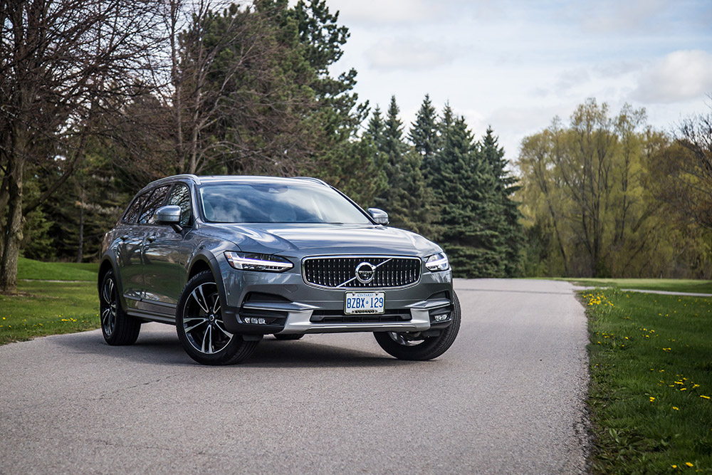 2017 Volvo V90 Cross Country canada review