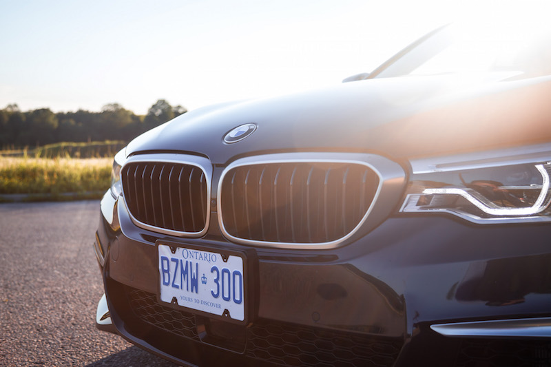 2018 BMW M550i xDrive front grill cerium gray
