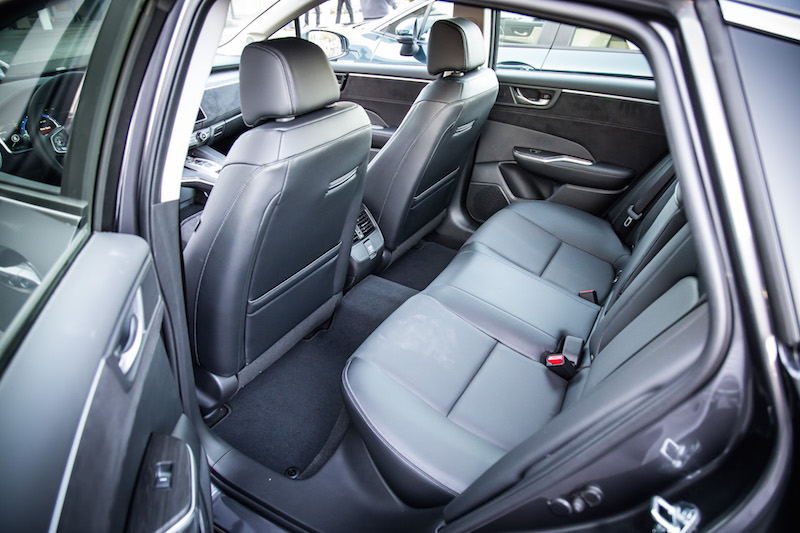 2018 Honda Clarity PHEV Touring rear seats
