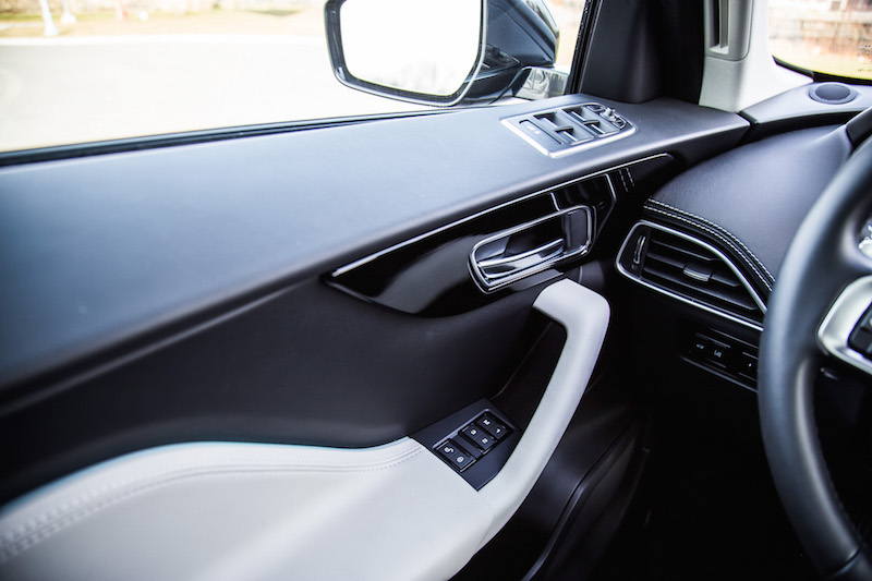 2018 Jaguar F-PACE R-Sport 20d door panel