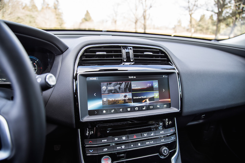 2018 Jaguar XE 20d display infotainment