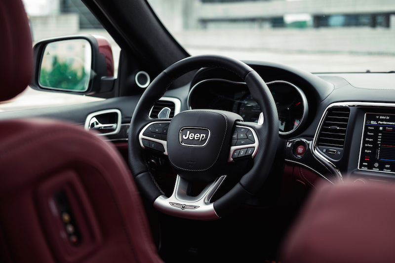 Jeep Cherokee Trackhawk steering wheel