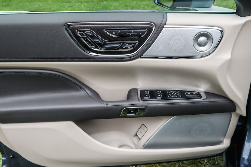 2018 Lincoln Continental Reserve AWD door panel