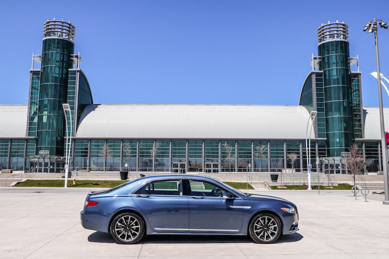 2018 Lincoln Continental Reserve AWD side view