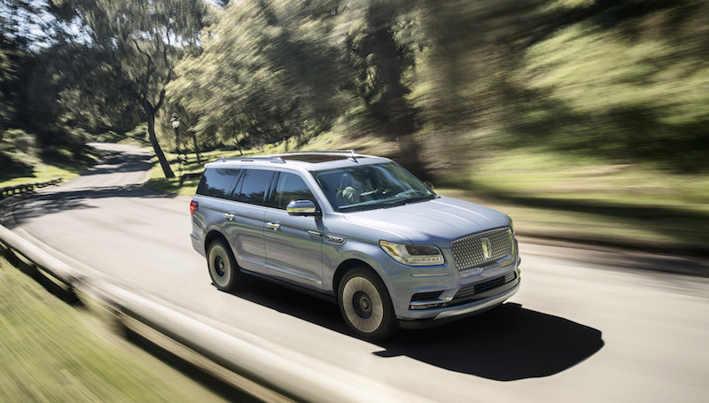 2018 Lincoln Navigator front quarter view