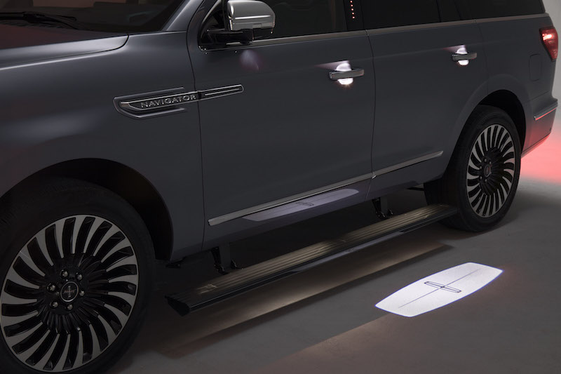 2018 Lincoln Navigator welcome mat puddle lights