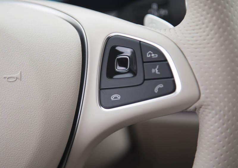 2018 Mercedes-Benz E 400 4MATIC Coupe steering wheel touch control buttons