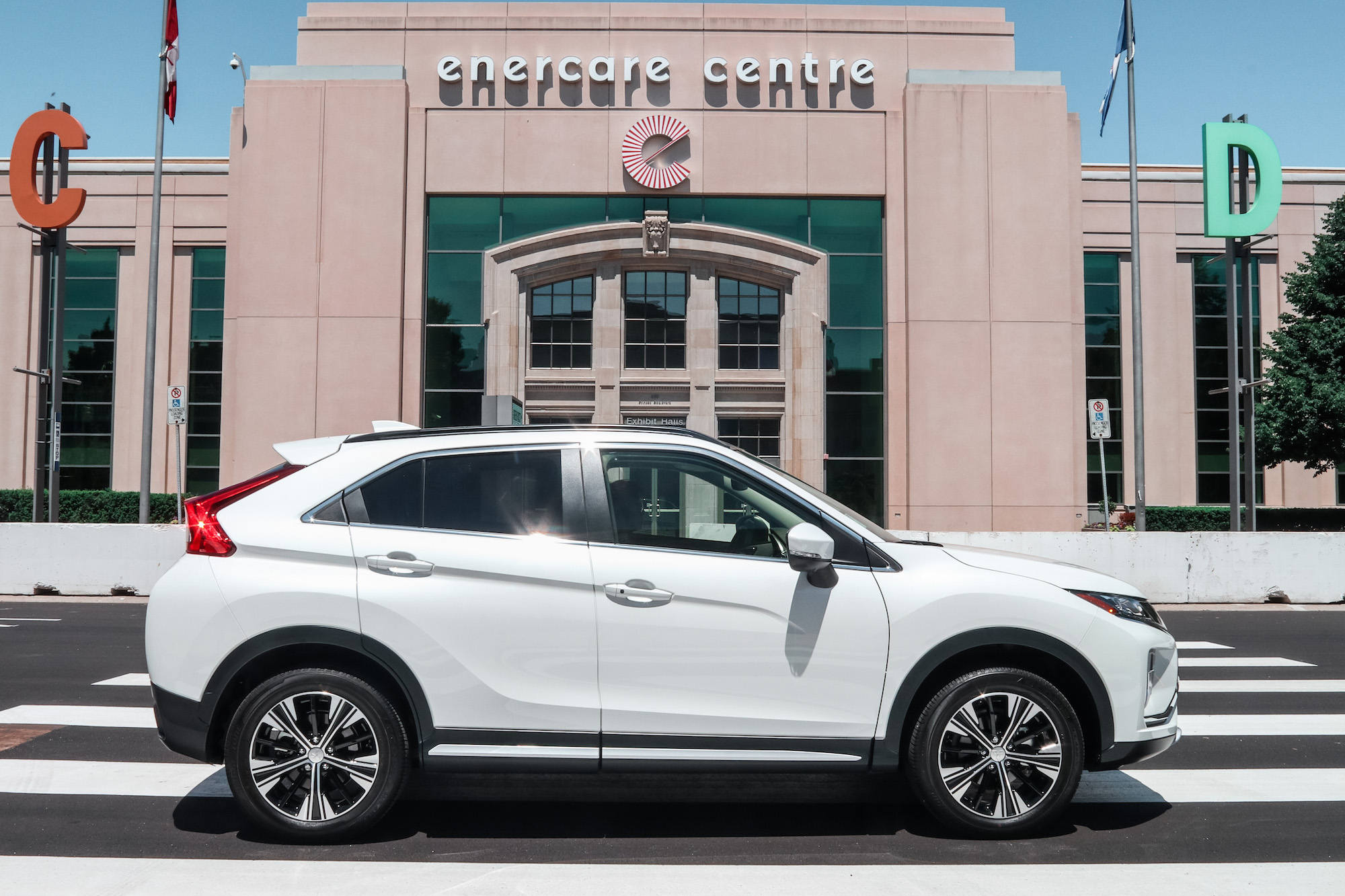 2018 mitsubishi eclipse cross side view
