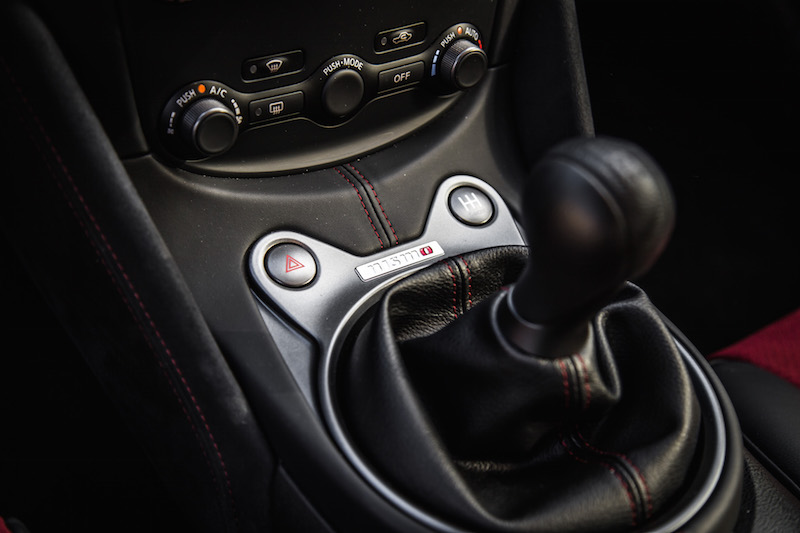 2018 Nissan 370Z NISMO center console gear shifter