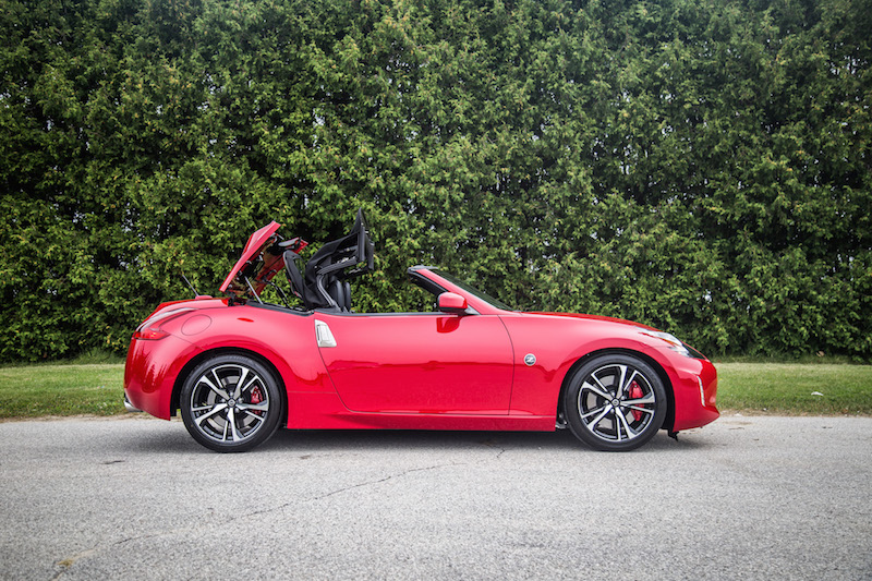 2018 Nissan 370Z Roadster Touring Sport roof operation