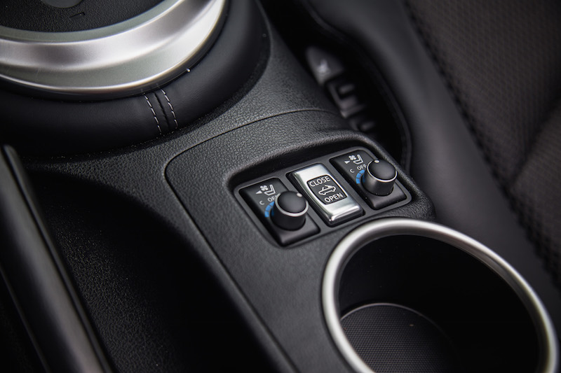 2018 Nissan 370Z Roadster Touring Sport roof switch