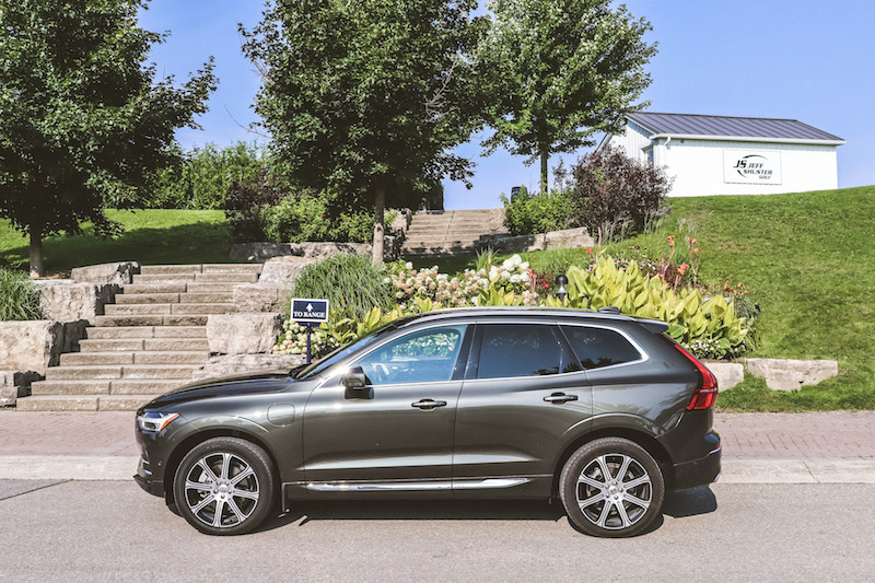 2018 Volvo XC60 T8 Inscription side view