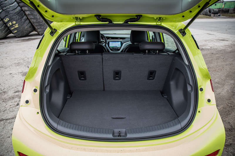 2019 Chevrolet Bolt trunk space cargo
