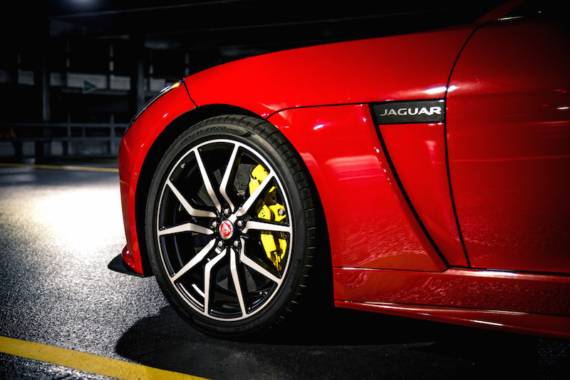 2019 Jaguar F-Type SVR carbon ceramic matrix brakes