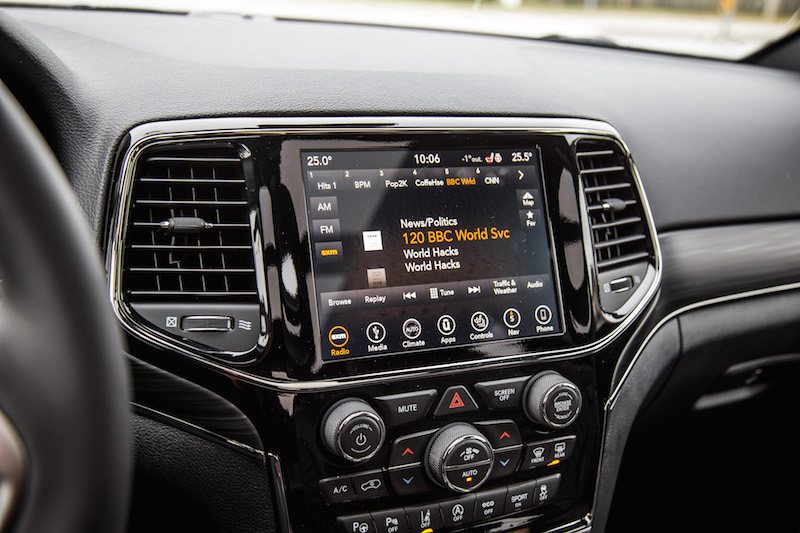 2019 Jeep Grand Cherokee new infotainment touchscreen system display