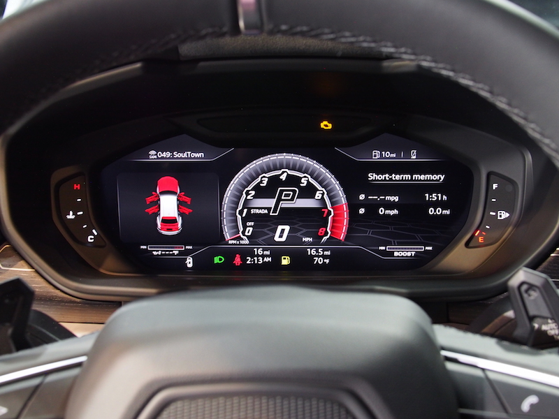 2019 Lamborghini Urus gauges digital