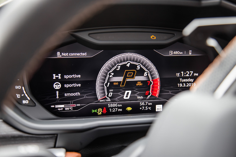2019 Lamborghini Urus display gauges