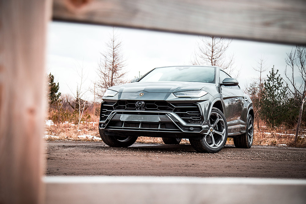 2019 Lamborghini Urus canada first look review