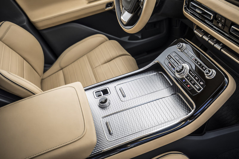 2019 Lincoln Aviator center console