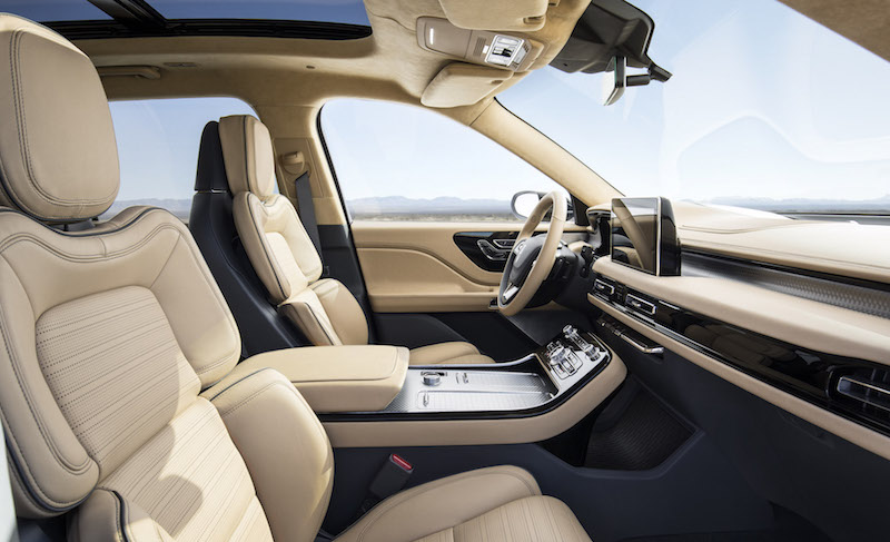 2019 Lincoln Aviator front seats