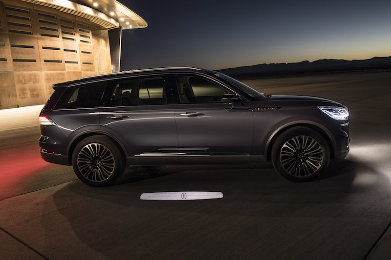 2019 Lincoln Aviator puddle lights