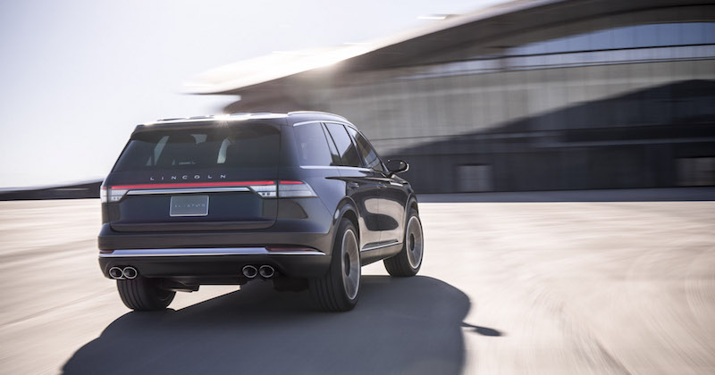 2019 Lincoln Aviator rear quater view lights