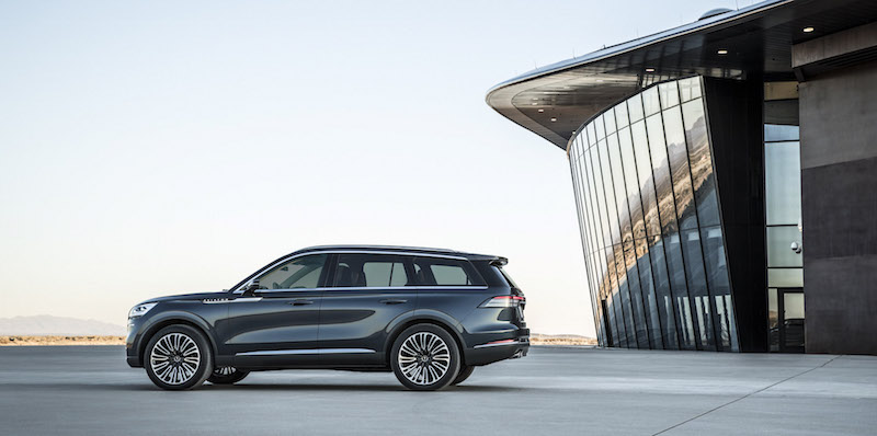 2019 Lincoln Aviator side view
