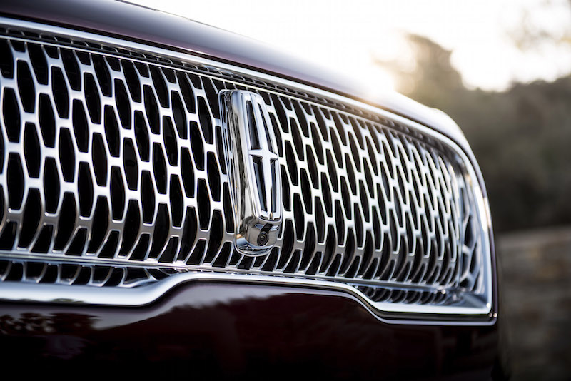 2019 Lincoln Nautilus chrome grill