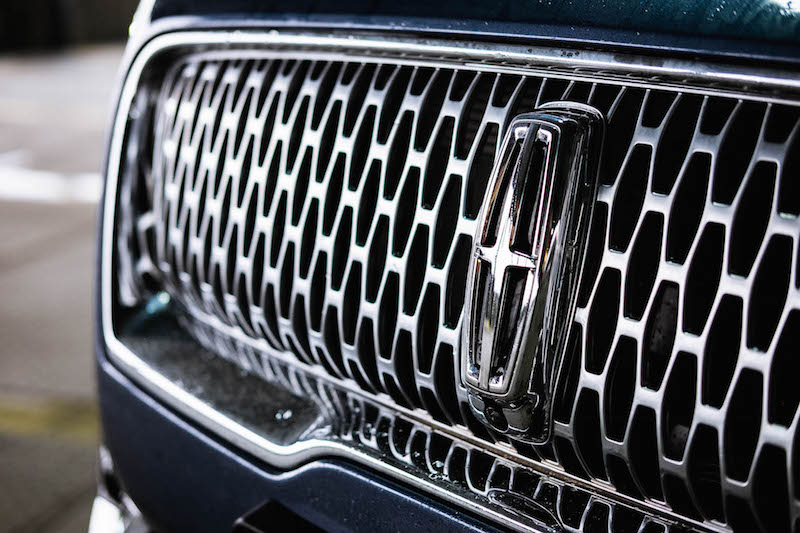 2019 Lincoln Nautilus front grill