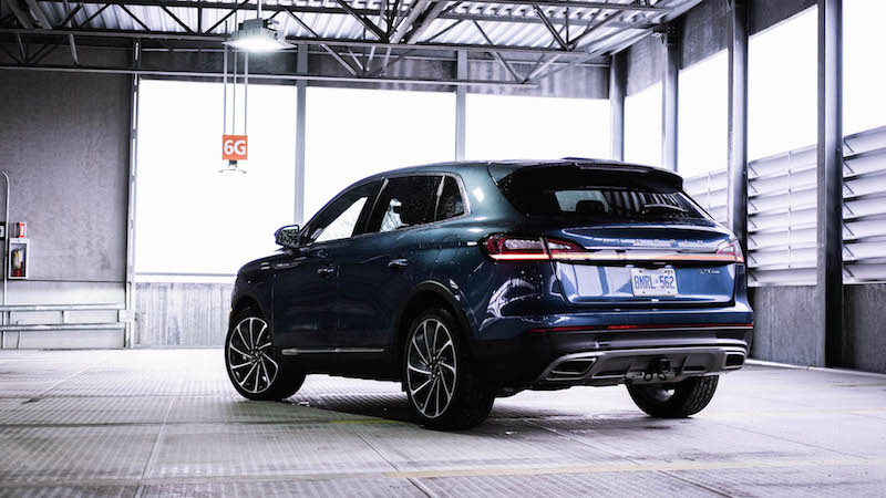 2019 Lincoln Nautilus reserve rear blue