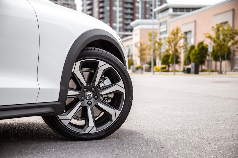 2019 Volvo V60 Cross Country 20-inch wheels