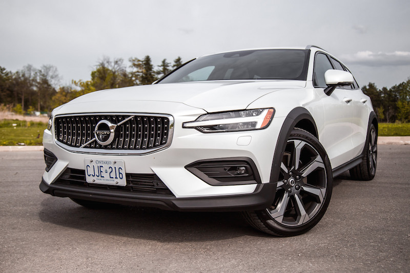 2019 Volvo V60 Cross Country front grill
