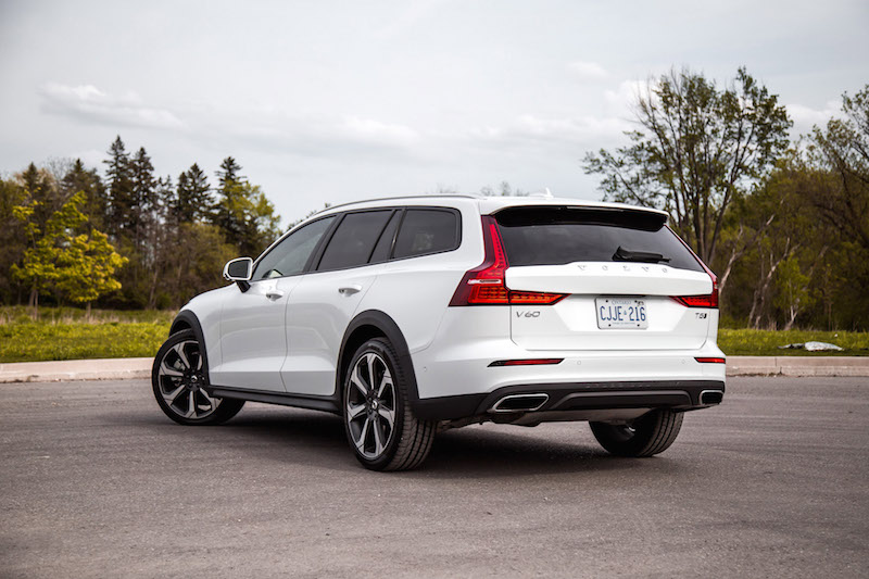 2019 Volvo V60 Cross Country crystal white pearl metallic