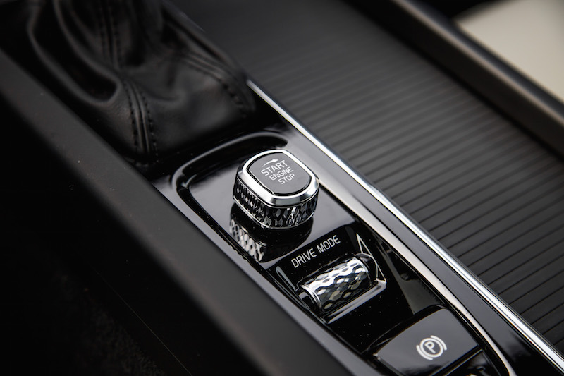 2019 Volvo V60 Cross Country start button dial