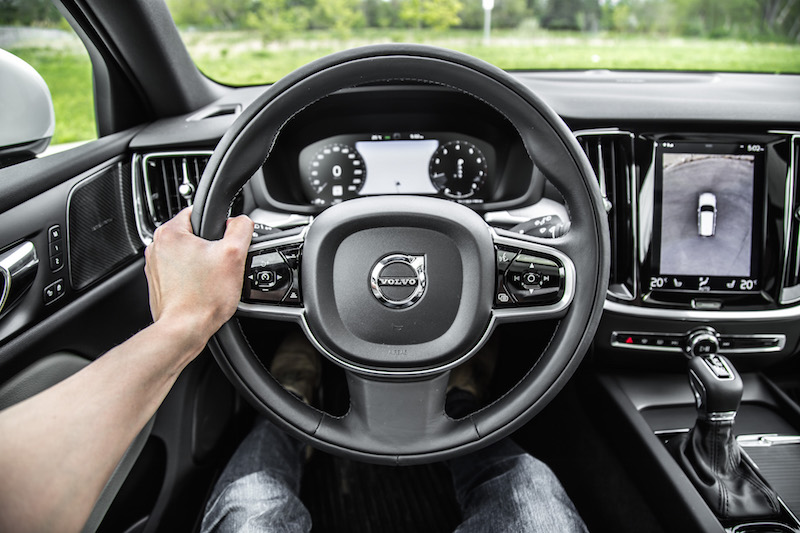 2019 Volvo V60 Cross Country steering wheel black