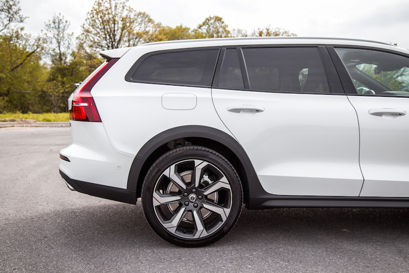 2019 Volvo V60 Cross Country wagon
