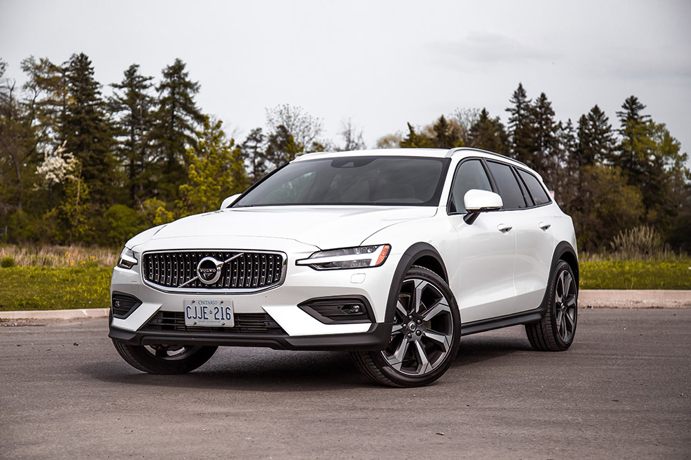 2019 Volvo V60 Cross Country canada review